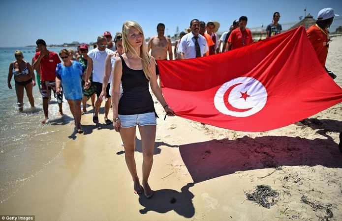 uk tourists back to tunisia